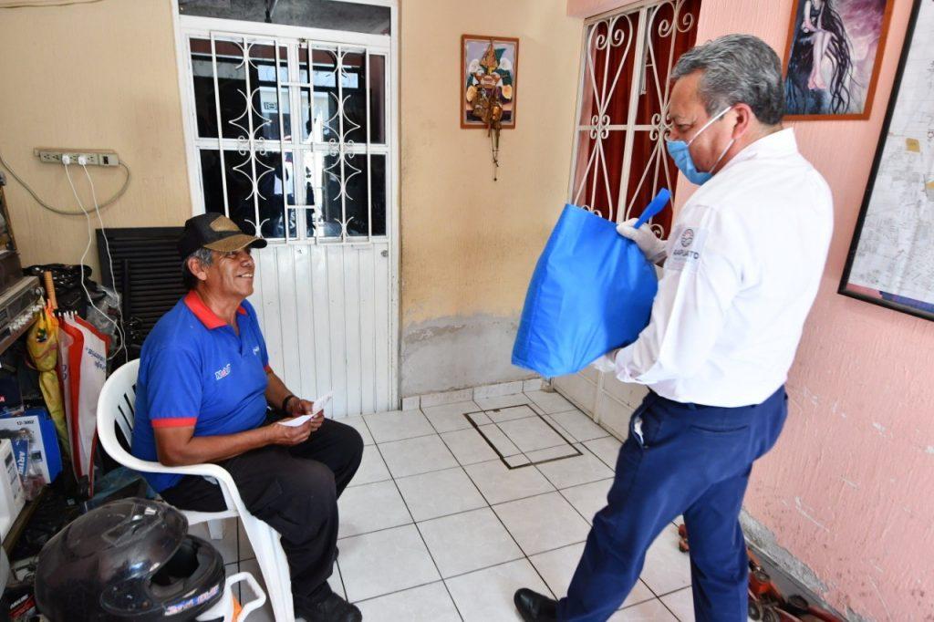 ADULTOS MAYORES RECIBEN APOYO A DOMICILIO PARA PROTEGERLOS DE CORONAVIRUS