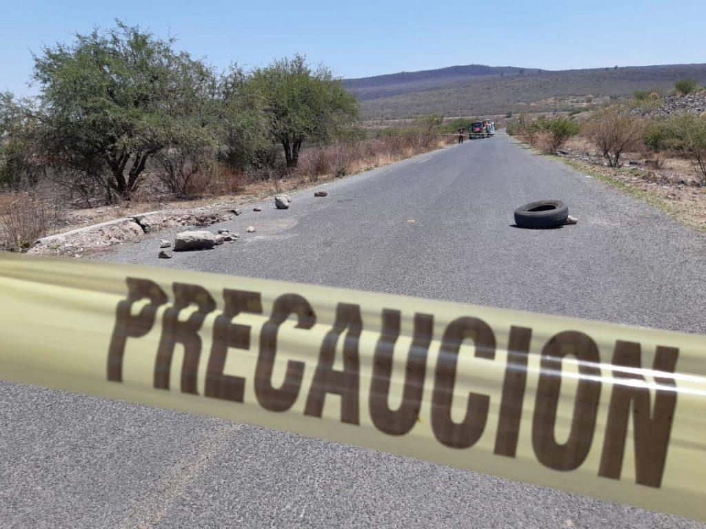 APARICIÓN DE SOCAVÓN REQUIERE CIERRE DE CARRETERA ESTATAL AL CONEJO