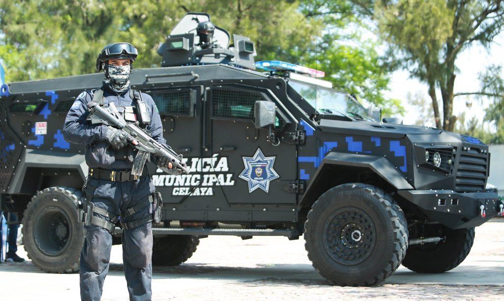 EQUIPAN A LA POLICÍA DE CELAYA CON VEHÍCULO BLINDADO
